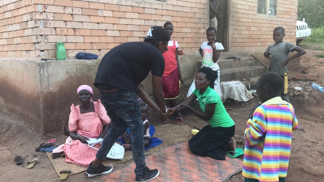 Pallaso being thanked by some of the residents in kyampisi
