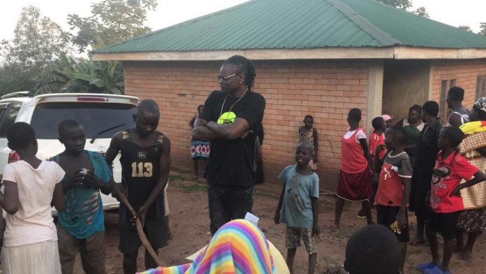 Pallaso conversing with residents of Kyampisi during his brief visit
